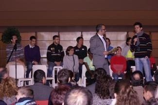 En el Museo de la Evolución y con la presencia de los mejores atletas del mundo, se ha celebrado hoy la Gala de bienvenida del X Cross de Atapuerca, hasta allí nos hemos acercado para ofreceros este álbum de fotos.