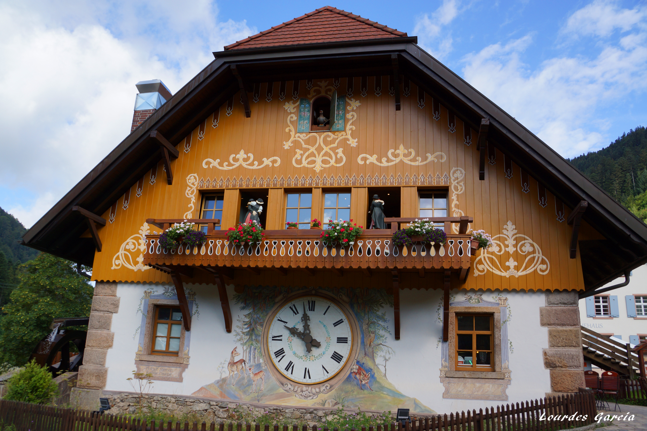 Uno de los relojes de cuc m s grandes de toda la selva - Relojes para casa ...